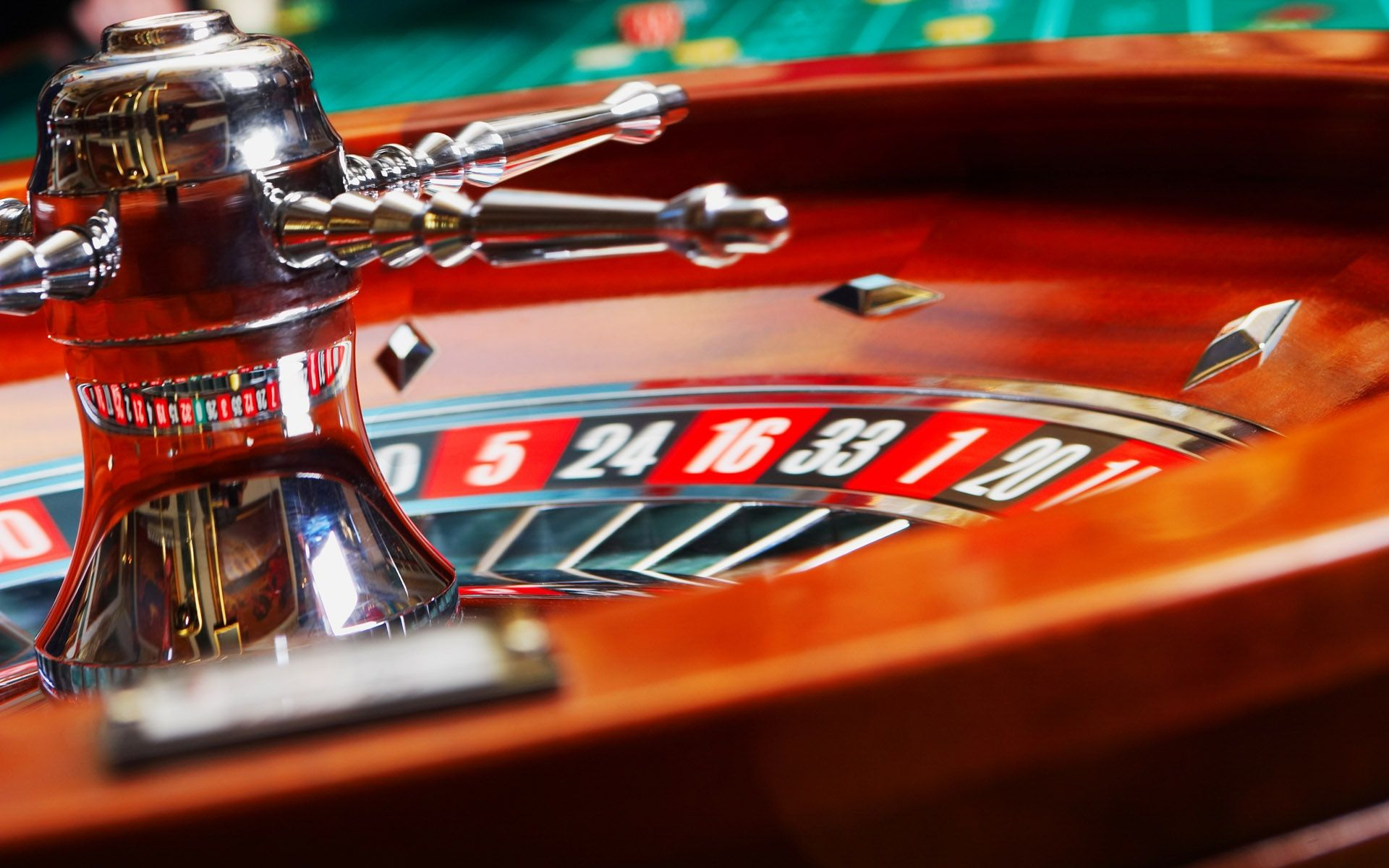 Will Brick And Mortar Poker Outlets Face Threat From Online Outlets?