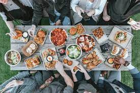 Party catering through a correct supply of food for your parties without problems
